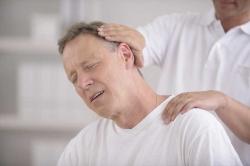 درد پشت سر نشانه چیست؟ 3 علت و درمان دردپشت گردن | مجله پوست و مو