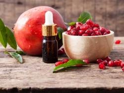 خواص و مضرات روغن هسته انار   6 خاصیت روغن دانه انار برای بدن   مجله پوست و مو